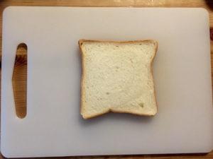 まず食パンを