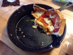 スキレットピザ