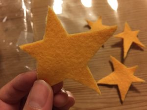 フェルトの星なんかもつけてみて